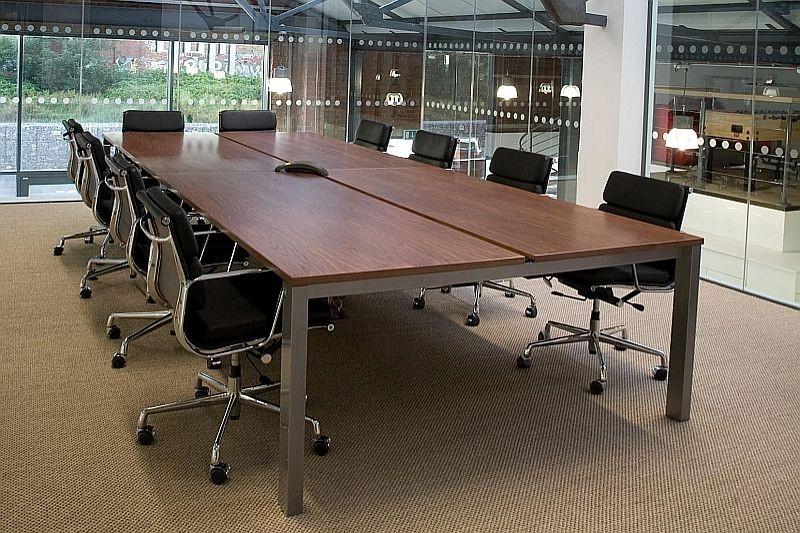Bloom Toplantı Masası